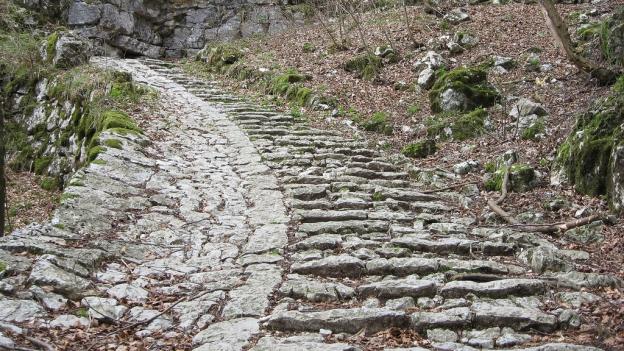 The Calà del Sasso between Valstagna and Sasso (Veneto).