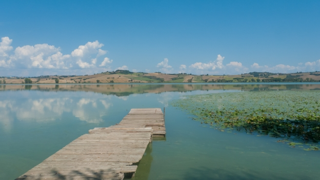 The Lago di Chiusi near the start of the Sentiero della Bonifica cycleway