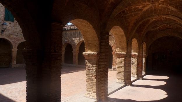 Suvereto: cloister of the ex-convento