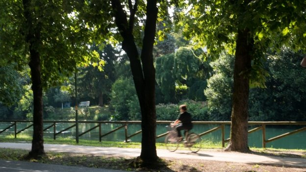 Riverside cycleway in central Treviso
