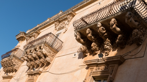 Noto: baroque stonework on the Palazzo Nicolaci