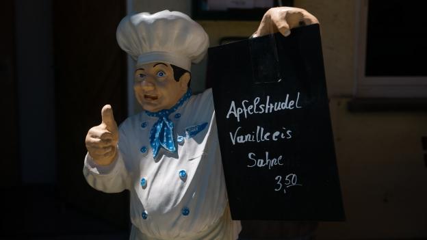 Restaurant sign: Apfelstrudel Vanille eis ('Truck Stop' near Denklingen)