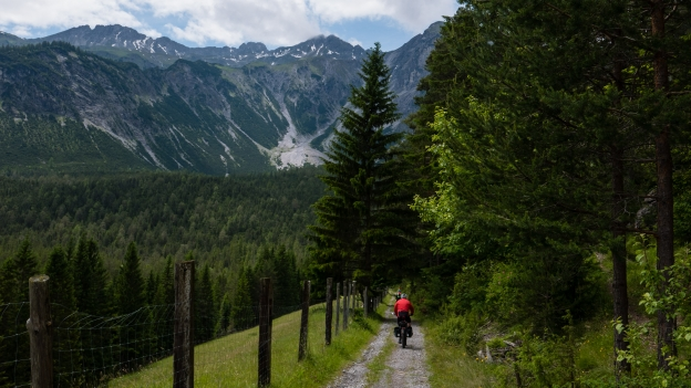 Cyclists on the Via Claudia descending from the Fernpass