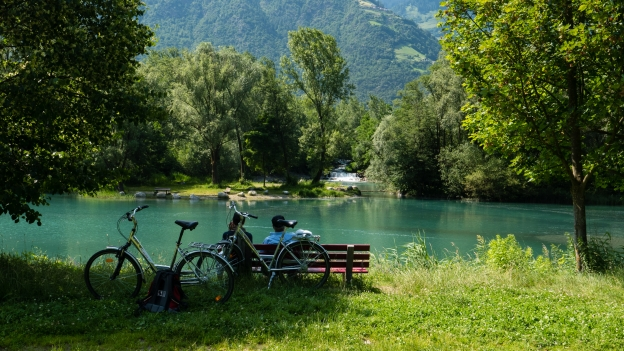 Cyclists relaxing by the river near Rablà